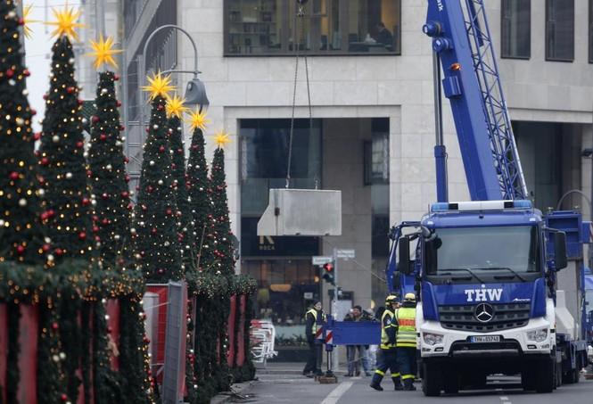 Đức mở lại chợ Giáng sinh sau thảm họa khủng bố - ảnh 4