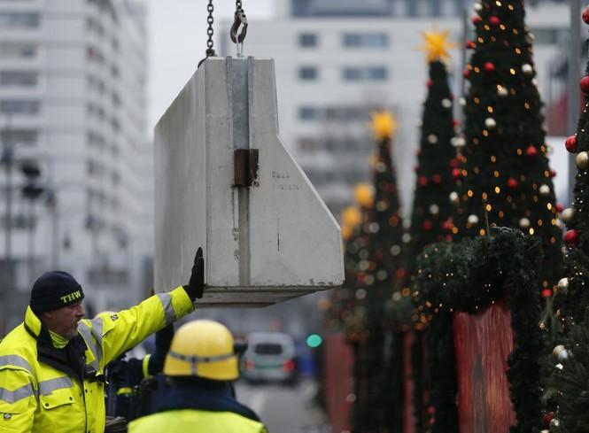 Đức mở lại chợ Giáng sinh sau thảm họa khủng bố - ảnh 1