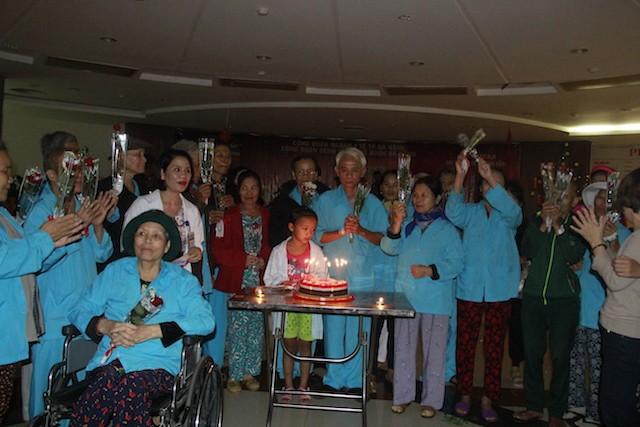 Bệnh nhân ung thư xúc động đón năm mới ngay ở bệnh viện - ảnh 6