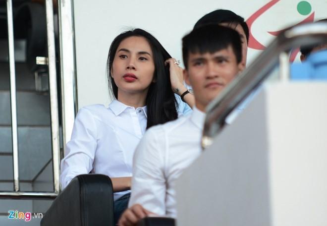 Thủy Tiên tới sân cổ vũ đội bóng của Công Vinh thi đấu - ảnh 6