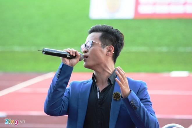 Thủy Tiên tới sân cổ vũ đội bóng của Công Vinh thi đấu - ảnh 8
