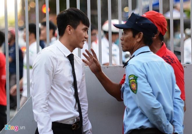 Thủy Tiên tới sân cổ vũ đội bóng của Công Vinh thi đấu - ảnh 3