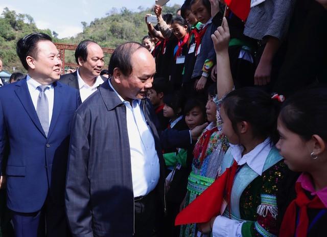 Thủ tướng thăm đồng bào địa bàn '4 khó' của đất nước - ảnh 2