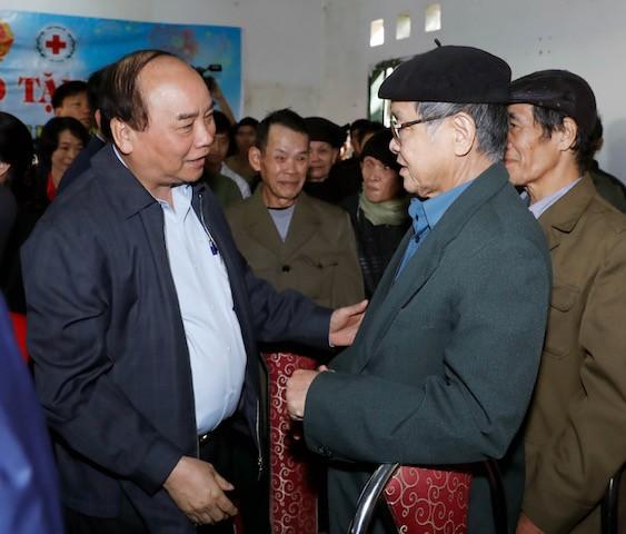 Thủ tướng thăm đồng bào địa bàn '4 khó' của đất nước - ảnh 1