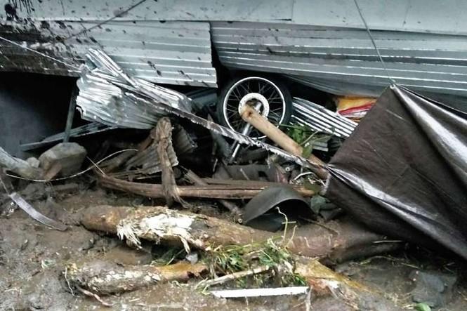Lở đất vùi lấp nhiều ngôi làng, 12 người chết thảm - ảnh 2