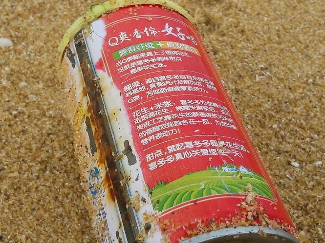 Xuất hiện dầu vón cục dọc 7 km bờ biển ở Quảng Nam - ảnh 1