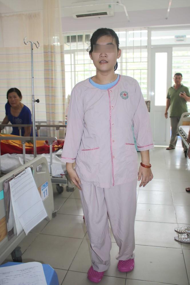 Xẻ màng tủy cứu đôi chân bệnh nhân u tủy sống ngực - ảnh 1