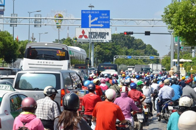 TPHCM phân luồng lại giao thông cửa ngõ Tân Sơn Nhất - ảnh 1