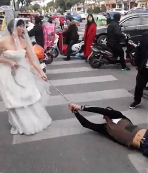 Trốn đám cưới, chú rể bị cô dâu buộc xích lôi xềnh xệch trên đường - ảnh 5
