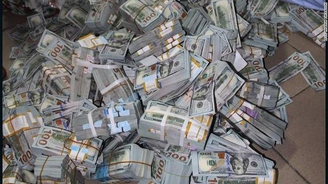 Phát hiện 43 triệu USD tiền mặt chất núi trong căn hộ bí ẩn - ảnh 2