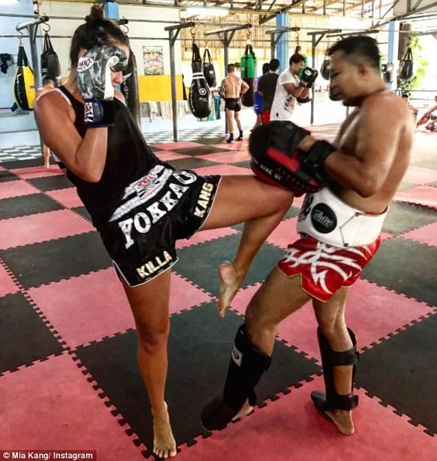Người mẫu nóng bỏng bước lên sàn đấu Muay Thái - ảnh 10
