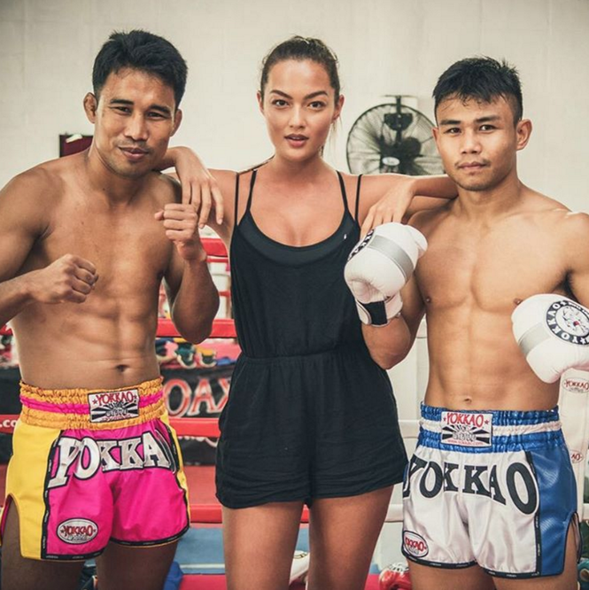 Người mẫu nóng bỏng bước lên sàn đấu Muay Thái - ảnh 11