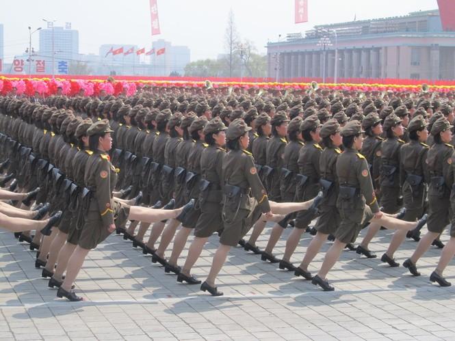 Nữ binh sĩ Triều Tiên gây chú ý với ảnh 'selfie' cùng phóng viên - ảnh 5