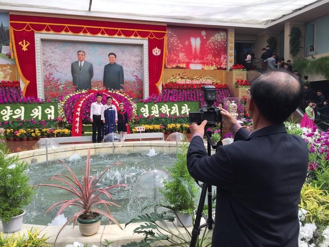 Nữ binh sĩ Triều Tiên gây chú ý với ảnh 'selfie' cùng phóng viên - ảnh 6