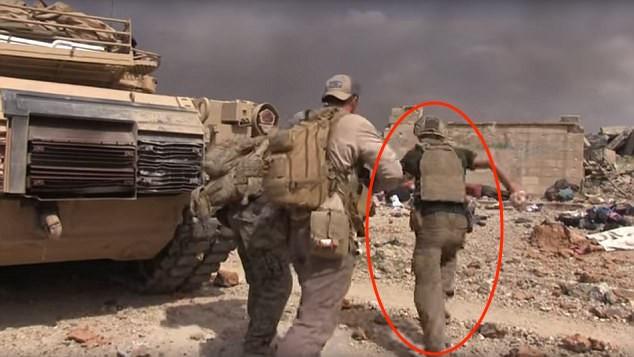 Cựu binh Mỹ liều mình hứng đạn của IS để cứu bé gái 5 tuổi - ảnh 1