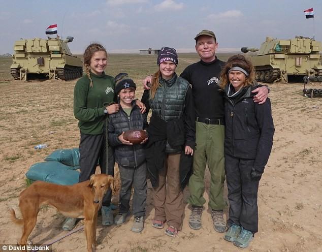 Cựu binh Mỹ liều mình hứng đạn của IS để cứu bé gái 5 tuổi - ảnh 4