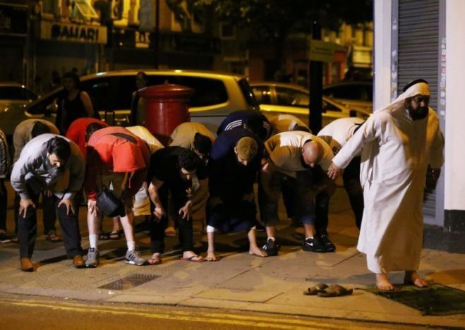Vụ xe tải đâm người đi bộ ở London: Nghi tấn công có chủ đích - ảnh 11