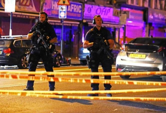 Vụ xe tải đâm người đi bộ ở London: Nghi tấn công có chủ đích - ảnh 9