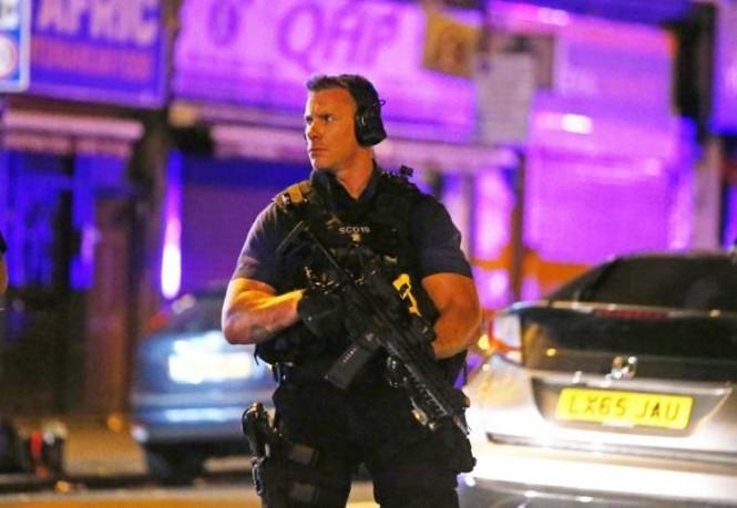 Vụ xe tải đâm người đi bộ ở London: Nghi tấn công có chủ đích - ảnh 15