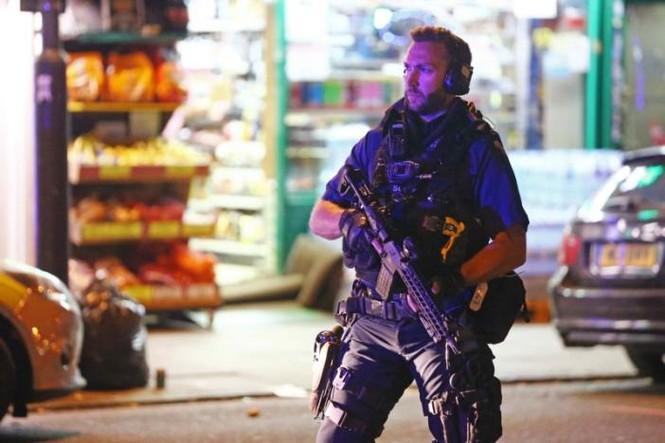 Vụ xe tải đâm người đi bộ ở London: Nghi tấn công có chủ đích - ảnh 13