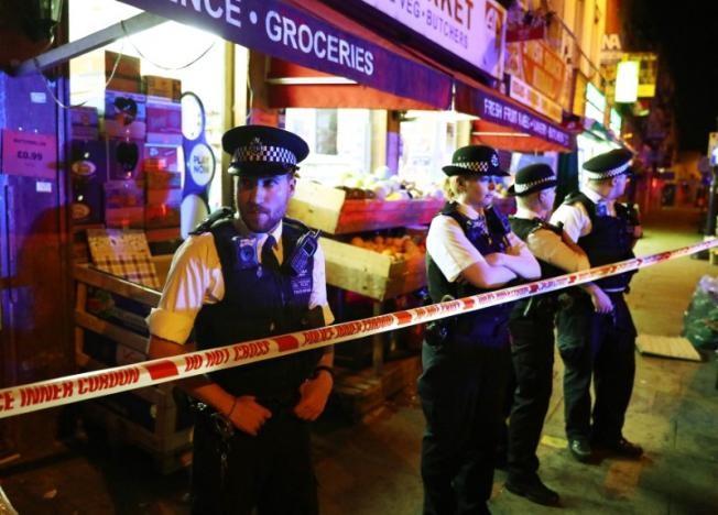 Vụ xe tải đâm người đi bộ ở London: Nghi tấn công có chủ đích - ảnh 14