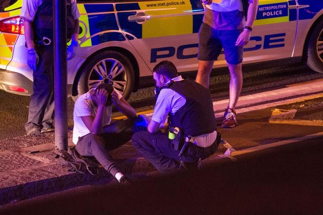 Vụ xe tải đâm người đi bộ ở London: Nghi tấn công có chủ đích - ảnh 4