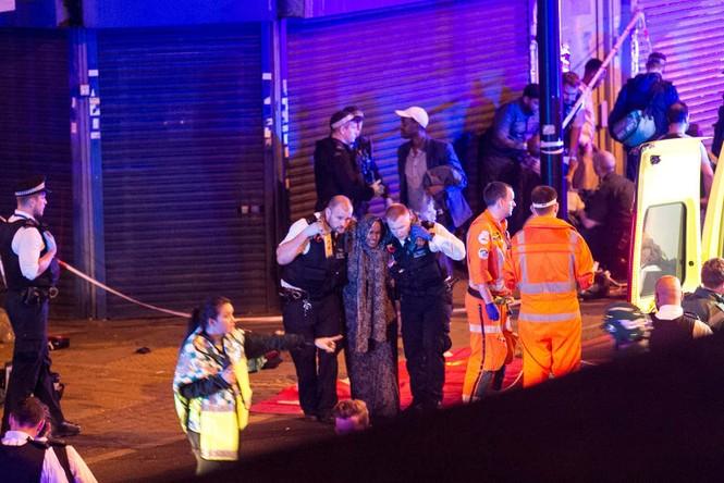 Vụ xe tải đâm người đi bộ ở London: Nghi tấn công có chủ đích - ảnh 3