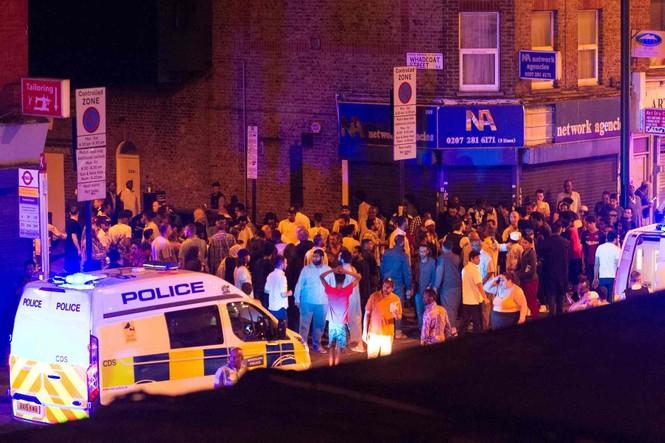 Vụ xe tải đâm người đi bộ ở London: Nghi tấn công có chủ đích - ảnh 2