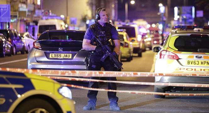 Vụ xe tải đâm người đi bộ ở London: Nghi tấn công có chủ đích - ảnh 8