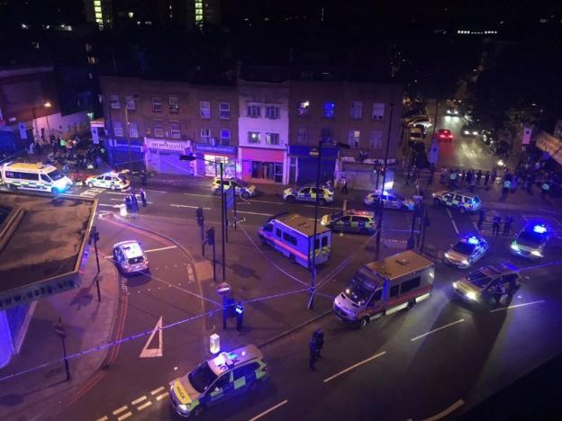 Vụ xe tải đâm người đi bộ ở London: Nghi tấn công có chủ đích - ảnh 1