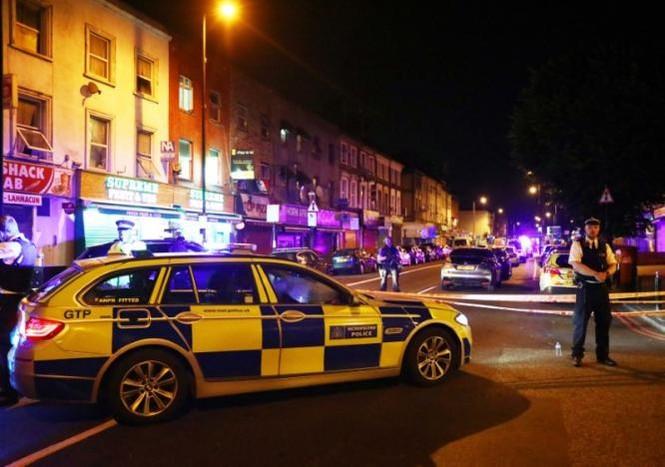 Vụ xe tải đâm người đi bộ ở London: Nghi tấn công có chủ đích - ảnh 6