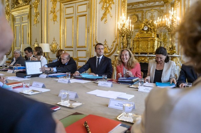 Nội các mới của ông Macron sau khi 4 Bộ trưởng đột ngột từ chức - ảnh 1