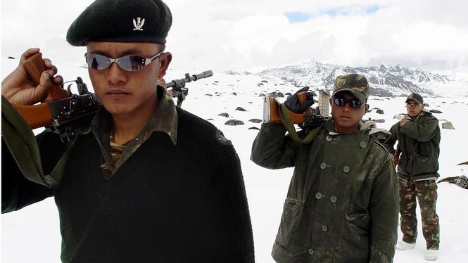 Binh sĩ Trung - Ấn 'nhìn nhau qua kính ngắm trên nòng súng'  - ảnh 2