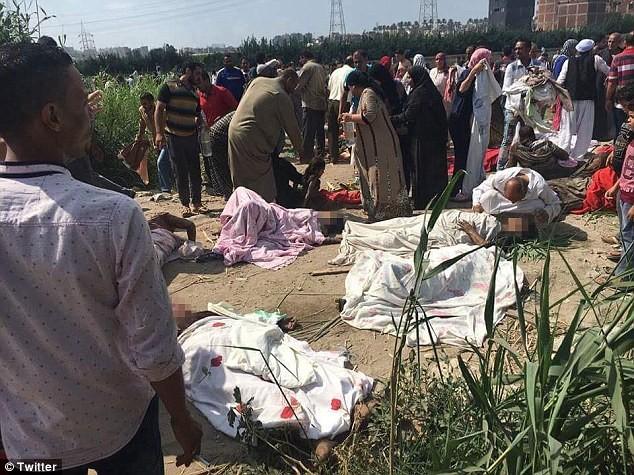 Ai Cập: Tàu hỏa đấu đầu, 76 người thương vong - ảnh 1