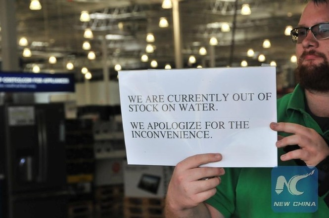 Người Mỹ vét sạch siêu thị vì siêu bão - ảnh 4