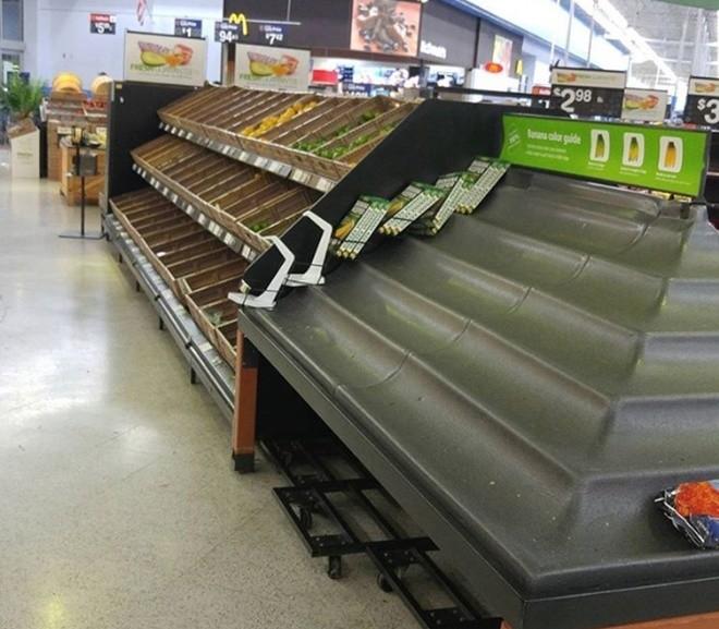 Người Mỹ vét sạch siêu thị vì siêu bão - ảnh 6