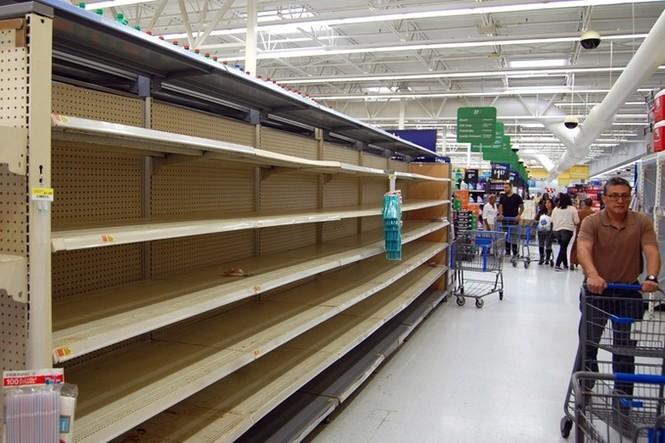 Người Mỹ vét sạch siêu thị vì siêu bão - ảnh 3