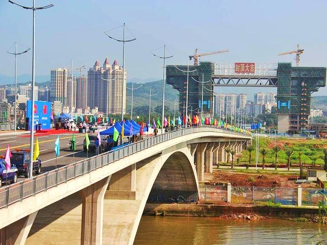 Khánh thành cầu Bắc Luân II nối Việt Nam-Trung Quốc - ảnh 2