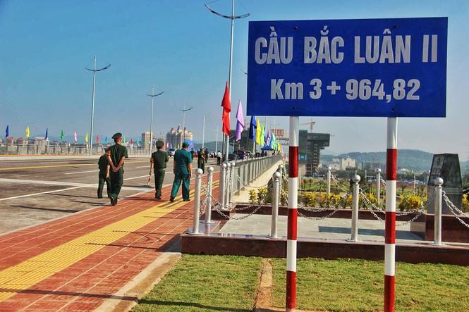 Khánh thành cầu Bắc Luân II nối Việt Nam-Trung Quốc - ảnh 3