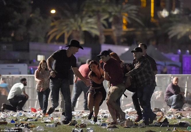 Tiết lộ sốc về nghi phạm xả súng ở Las Vegas khiến 450 người thương vong - ảnh 1