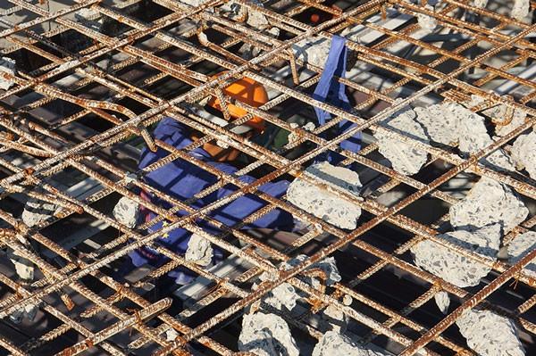 Đã phá dỡ gần 200m2 dầm, cột bê tông nhà 8B Lê Trực - ảnh 5