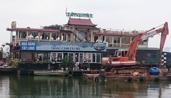 Du thuyền, nhà nổi Hồ Tây vẫn tấp nập trước 'lệnh cấm' - ảnh 2