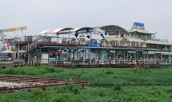 Du thuyền, nhà nổi Hồ Tây vẫn tấp nập trước 'lệnh cấm' - ảnh 4