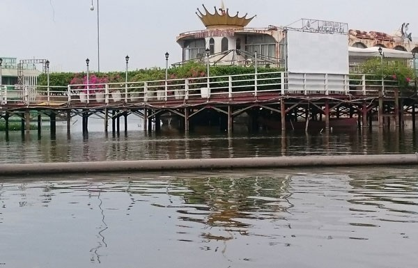 Du thuyền, nhà nổi Hồ Tây vẫn tấp nập trước 'lệnh cấm' - ảnh 7