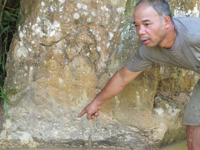 Kỳ bí văn tự cổ trên vách đá giữa đại ngàn Trường Sơn - ảnh 2