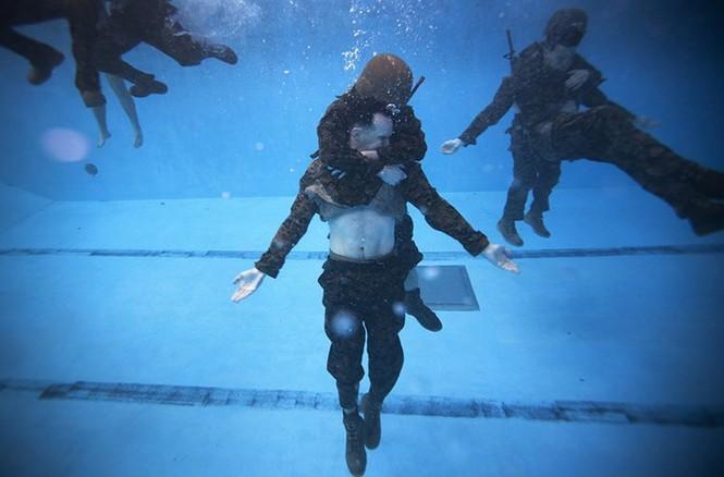 Mục kích lính thủy đánh bộ Mỹ 'huấn luyện địa ngục' - ảnh 6