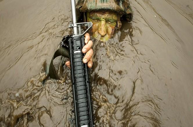 Mục kích lính thủy đánh bộ Mỹ 'huấn luyện địa ngục' - ảnh 8