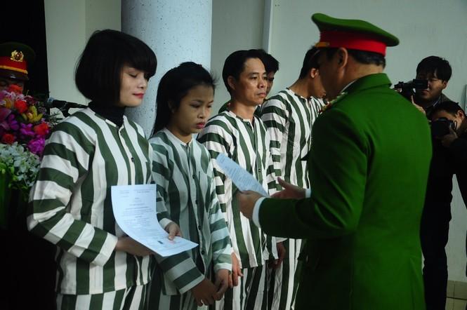 Phạm nhân vỡ òa hạnh phúc ngày được đặc xá, tha tù - ảnh 1