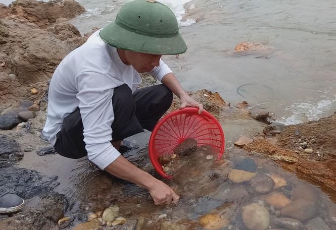 Sau tin đồn nhặt được đá quý, dân Phú Thọ đổ xô đãi cát thử vận may - ảnh 6