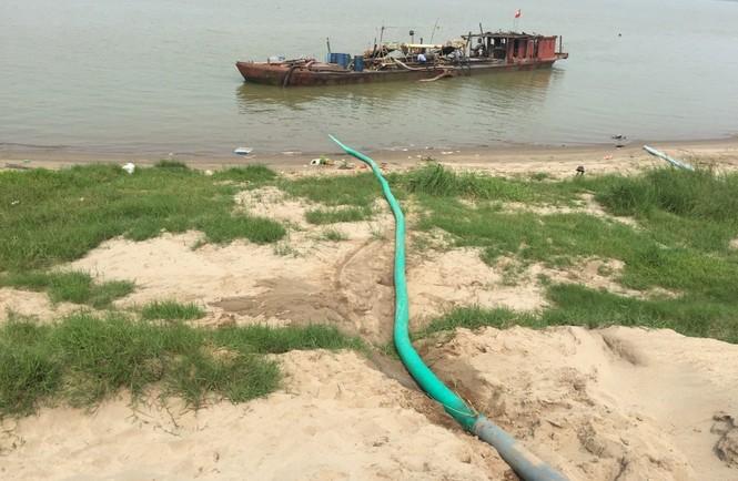Tàu hút cát rầm rộ ngày đêm trên sông Hồng - ảnh 5